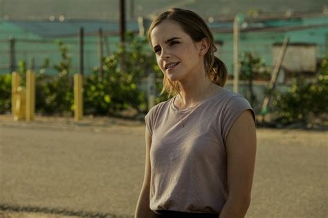 Emma Watson Updates: 8 new pictures of Emma Watson in 'The