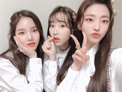 Weeekly (위클리) on Twitter   Girl group, Monday pictures
