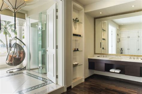 Riverview luxury suite with balcony | Villa Song Saigon Hotel